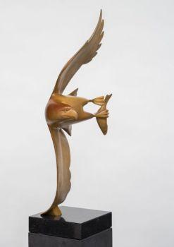 Roofvogel met vis no. 4 by Evert den Hartog