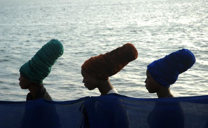 Mère qui donne, Mer qui prend 2 ( Mother that gives, Sea that takes 2) by Angèle Etoundi Essamba