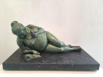 Une histoire passionante - Bronze Sculpture -  In Stock by Véronique Clamot