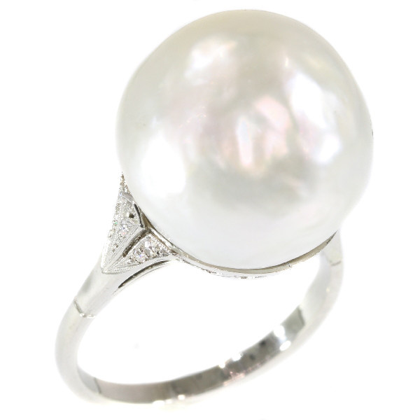 Platinum Art Deco ring with certified pearl and diamonds (ca. 1920) by Unknown