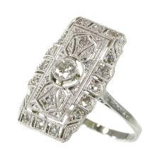 Classy Edwardian Art Deco diamond engagement ring by Unknown