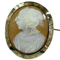 French Victorian shell cameo brooch in gold mounting by Unknown Artist