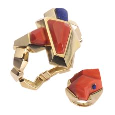 Vintage Seventies Pop-Art matching set gold bracelet and ring with coral and lapis lazuli by Unknown