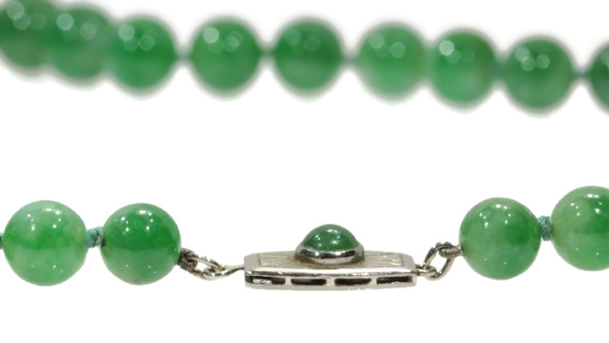 Certified top quality natural jadeite necklace of 53 beads (67,51 grams) - A-Jade, translucent, mottled light green and green by Unknown