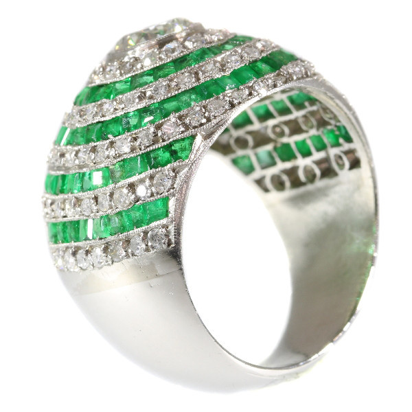 Magnificent diamond and emerald platinum Art Deco ring by Unknown