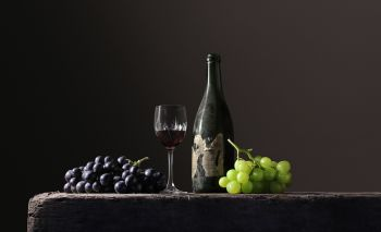 'Grapes with mouse' by Viereijken Gilde