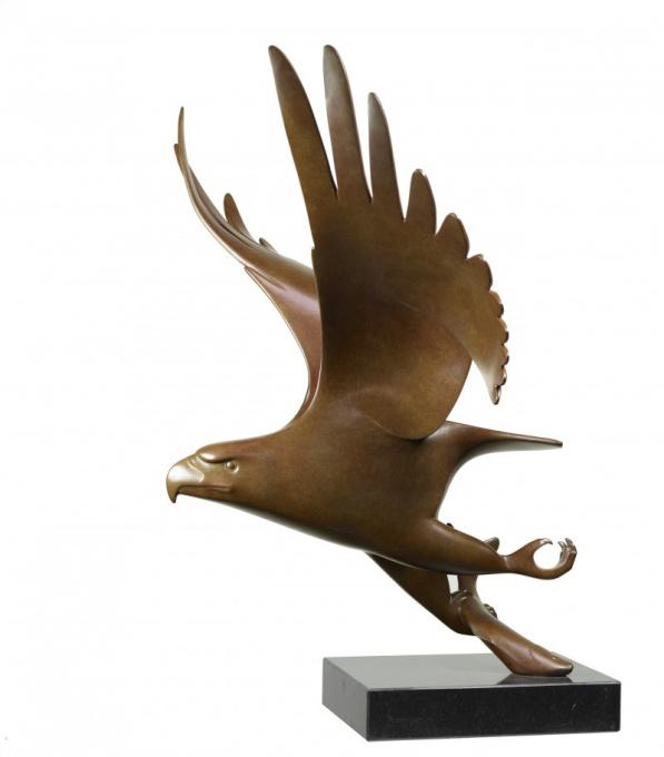 Roofvogel met vis no. 1 by Evert den Hartog