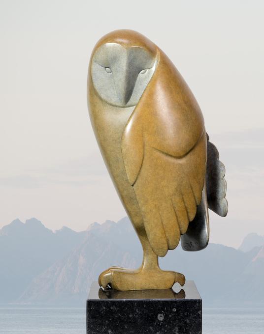 Opkijkende uil no. 2 by Evert den Hartog