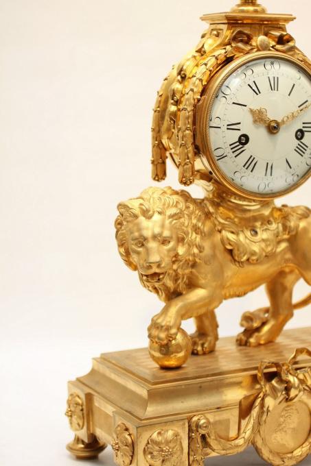 A large French Louis XVI ormolu 'lion' mantel clock by Unknown Artist