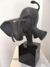 Dansende olifant by Evert den Hartog