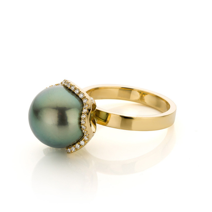 Yellow gold ring with Tahiti pearl and diamonds by Sabine Eekels