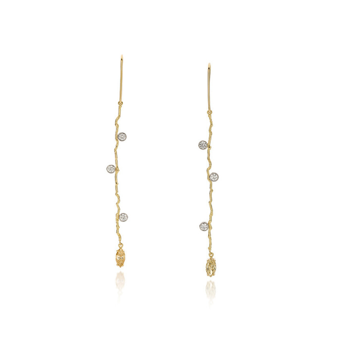 Yellow gold earrings with champagne-coloured diamonds by Sabine Eekels