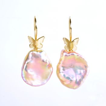 Earrings, yellow gold with butterflies and keshi pearls. by Eva Theuerzeit