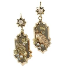 Antique Victorian gold earrings with floral motive by Unknown Artist