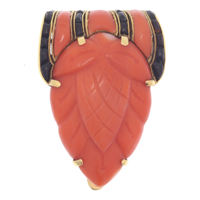 Truly magnificent Art Deco clip, typical Japonism, coral and carre cut onyx by Unknown