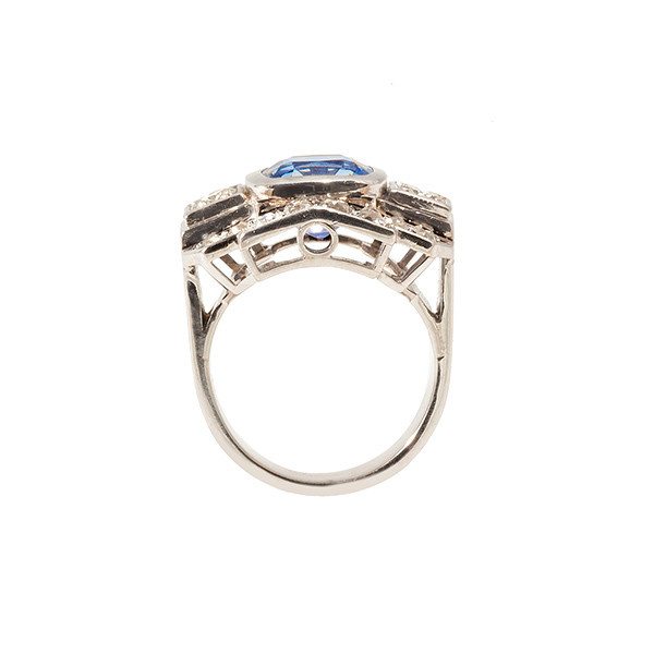 Retro ring in platinum set with diamonds and a sapphire by Unknown Artist