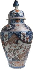 A large Japanese Imari porcelain covered jar