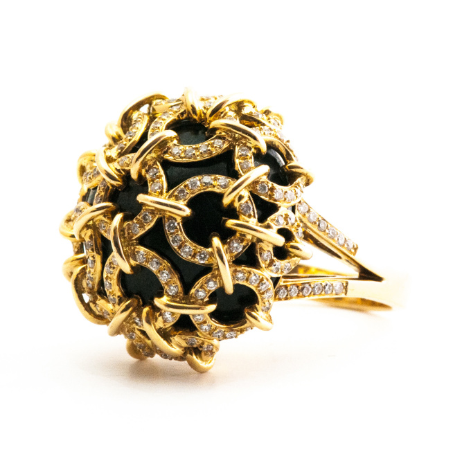 Onyx with rose gold (18 krt) ring by Artur Scholl
