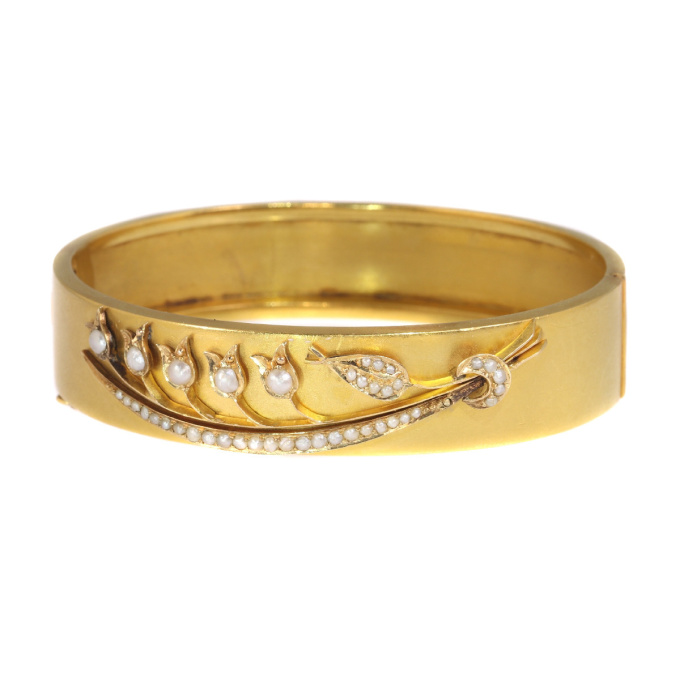 Antique gold bangle with lily of the valley motive by Unknown Artist